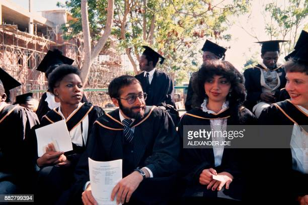Picture taken in June 1984 of Zimbabwean students of the University of Harare during their graduation ceremony in Harare / AFP PHOTO / ALEXANDER JOE