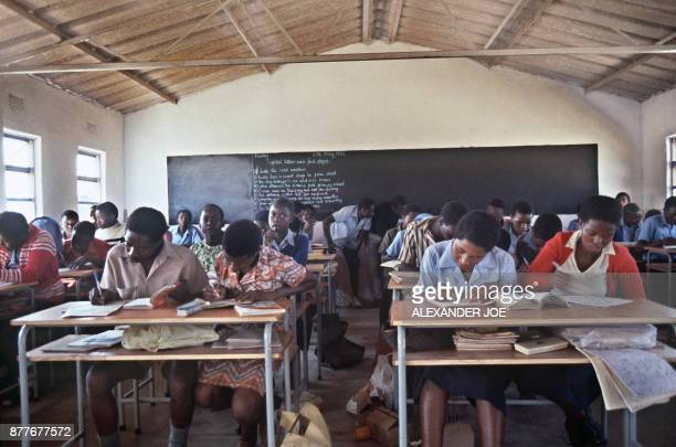 Picture taken in June 1984 of Zimbabwean students writing in a classroom of their school of Mtoko North East of Zimbabawe / AFP PHOTO / ALEXANDER JOE