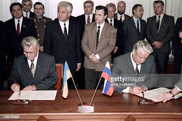 A picture taken in Moscow on November 6 1991 shows Boris Yeltsin President of the Russian Federation and Leonid Kravchuk first head of State of newly...