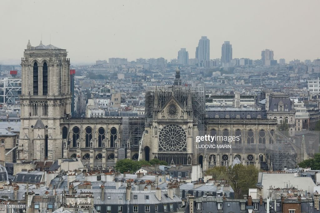 TOPSHOT-FRANCE-FIRE-NOTRE DAME : News Photo