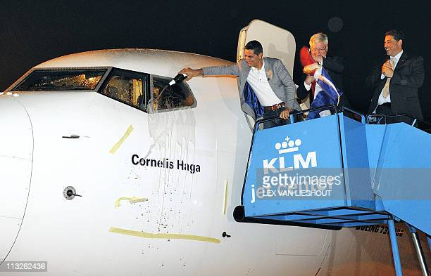 A picture taken on April 28 2011 shows Chief Executive Officer of Corendon Dutch Airlines Atilay Uslu Mayor of Amsterdam Theo Wetering and CEO of...