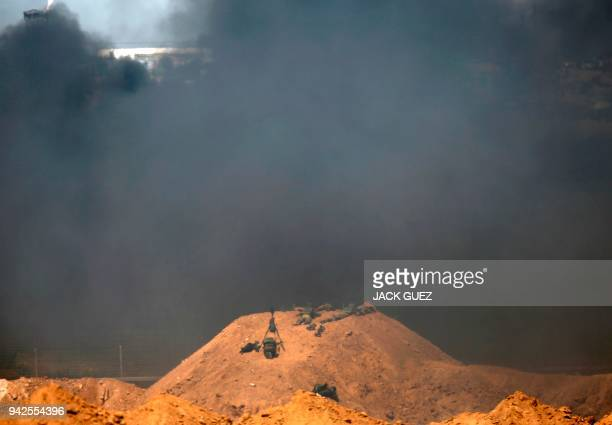 TOPSHOT A picture taken on April 6 2018 from the southern Israeli kibbutz of Nahal Oz across the border with the Gaza strip shows Israeli soldiers...