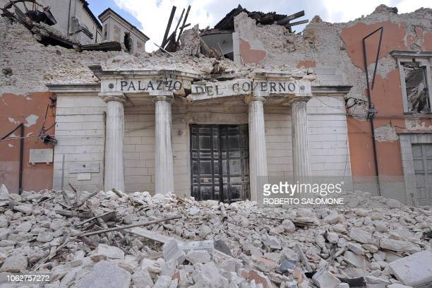 "Picture taken on April 9, 2009 shows the rubble of the provincial government headquarters, ""Palazzio del Governo"", in the Abruzzo capital L'Aquila...."