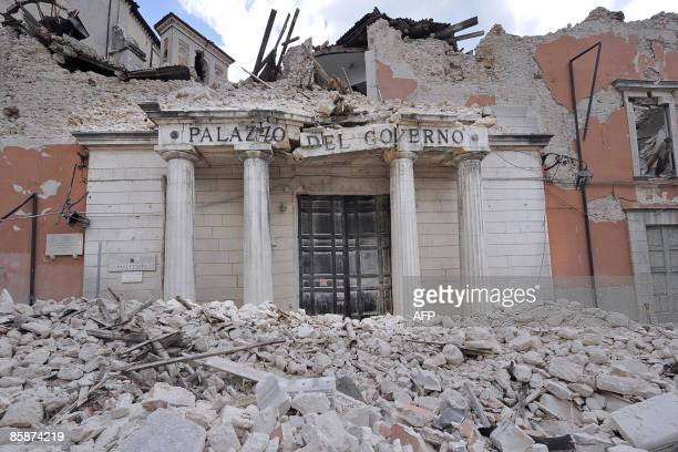 "Picture taken on April 9, 2009 shows the rubble of the provincial government headquarters, ""Palazzio del Governo"", in the Abruzzo capital L'Aquila ...."
