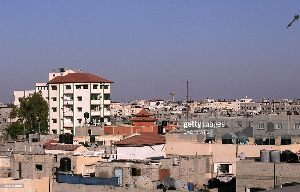 A picture taken on August 26, 2014 shows an Israeli rocket before it hits the house of Palestinian Islamic Jihad leader, Nafez Azzam in Rafah in the southern of Gaza Strip. The Palestinians said they had reached agreement with Israel on a 'permanent' halt to seven weeks of bloodshed in and around Gaza although Israel was silent on the claimed deal.