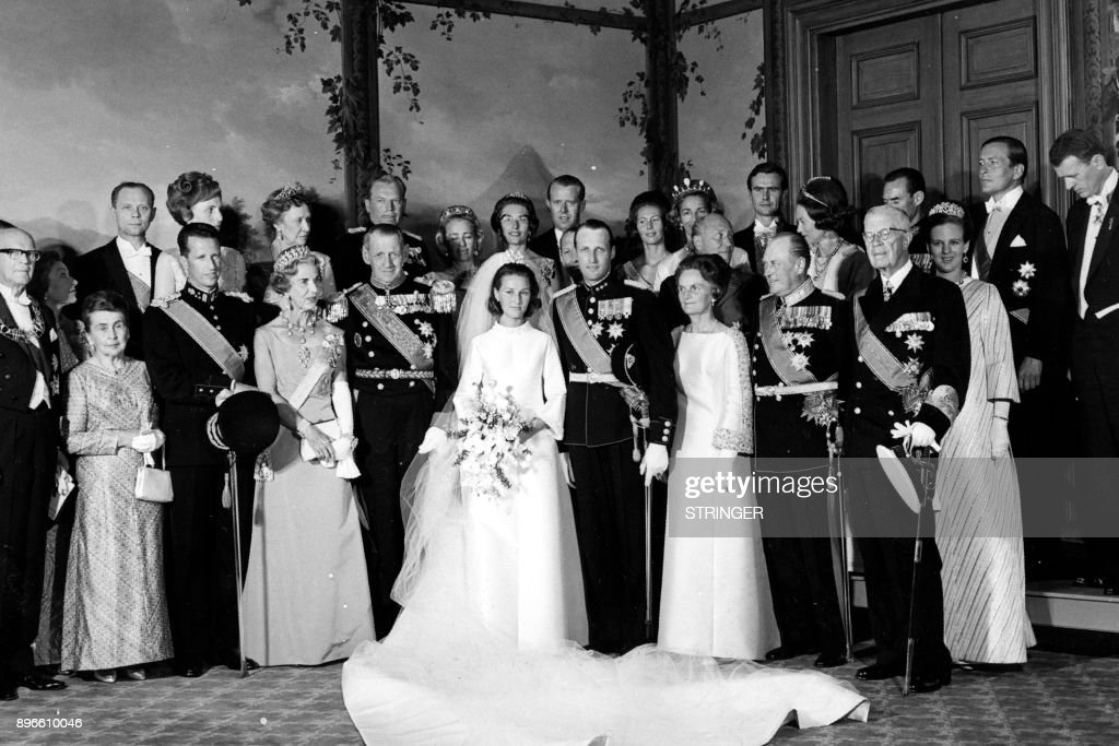 A picture taken on August 29, 1968 shows Norway's Crown Prince Harald and Sonja Haraldsen posing with guests at the Royal Palace during their wedding. First row from left: Finland's President Kekkonen with wife, King Baudouin, Queen Ingrid and King Frederik of Denmark, Crown Prince Sonja and Crown Prince Harald, Ms. Dagny Haraldsen, King Olav V and King Gustav Adolf of Sweden. Second row from left: Princess Anne of Denmark, President of Iceland Eldjarn and wife, Princess Margaretha, Erling Lorentzen, Princess Ragnhild Fru Lorentzen, Princess Astrid Fru Ferner, Johan Martin Ferner, Irmelin Riddervold , Countess Ruth of Rosenborg, Prince Carl Bernadotte of Sweden, Prince Henrik of Denmark, Countess Charles Ullens De Schooten, Grand Duchess Charlotte of Luxembourg, Grand Duke Jean of Luxembourg, Princess Margarethe of Denmark, Prince Claus of the Netherlands and Count De Schooten. / AFP PHOTO / NTB scanpix / STRINGER / Norway OUT