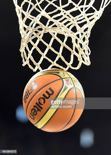 A picture taken on August 30 2014 shows an official ball of the 2014 FIBA World basketball championships in the net at the Gran Canaria Arena in Gran...