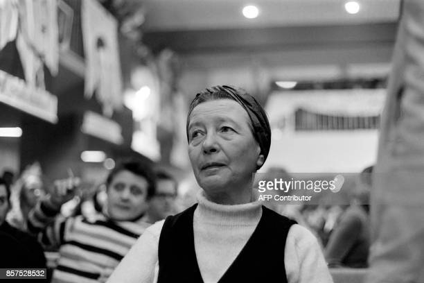 Picture taken on December 13, 1970 shows French writer Simone de Beauvoir. / AFP PHOTO / Jean MEUNIER