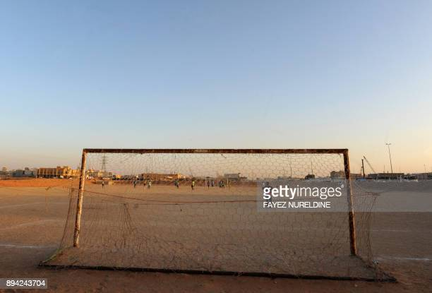 A picture taken on December 16 2017 shows Saudis playing football at a local sandbased pitch in the capital Riyadh / AFP PHOTO / FAYEZ NURELDINE