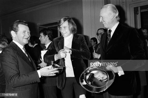 Picture taken on December 17, 1976 at Paris showing British Formula One driver James Hunt receiving the award of Formula One world champion from...