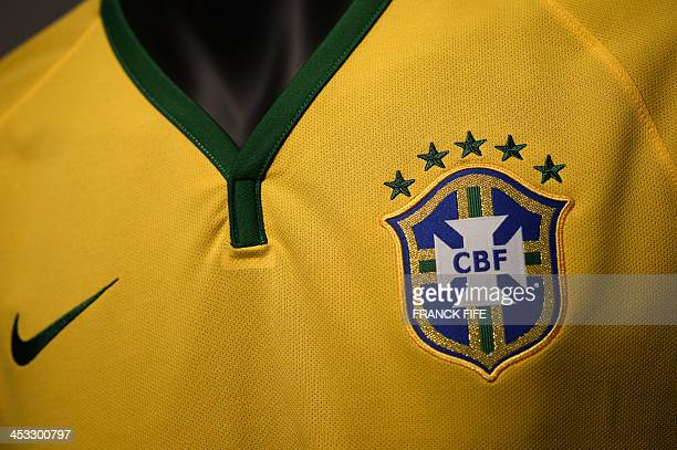 Picture taken on December 3, 2013 in Paris, shows the new jersey of Brazil national football team. AFP PHOTO / FRANCK FIFE