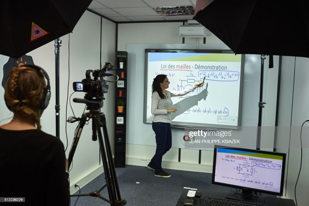 A picture taken on February 23, 2016 shows a teacher giving a lesson recorded for the 'Digischool' e-learning website in Lyon. The French startup Digischool raised the necessary funds to become the European leader in e-learning. / AFP / JEAN