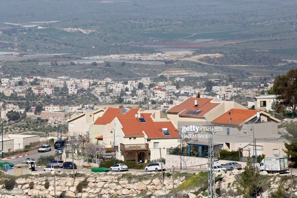 A picture taken on February 25, 2017, shows the Jewish settlement of Negohot, located near the Palestinian village of Beit Awa in the Israeli occupied West Bank. / AFP / HAZEM