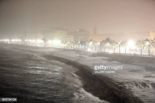 A picture taken on February 28 2018 in Nice shows the beach and the Promenade des Anglais under heavy snowfall / AFP PHOTO / VALERY HACHE