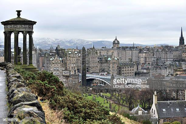 Picture taken on February 8, 2010 in Edinburgh, shows the Nelson Monument in Calton Hill and the North Bridge . AFP PHOTO LIONEL BONAVENTURE