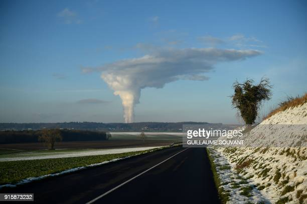 TOPSHOT A picture taken on February 8 2018 shows smoke above the nuclear plant of Chinon / AFP PHOTO / GUILLAUME SOUVANT