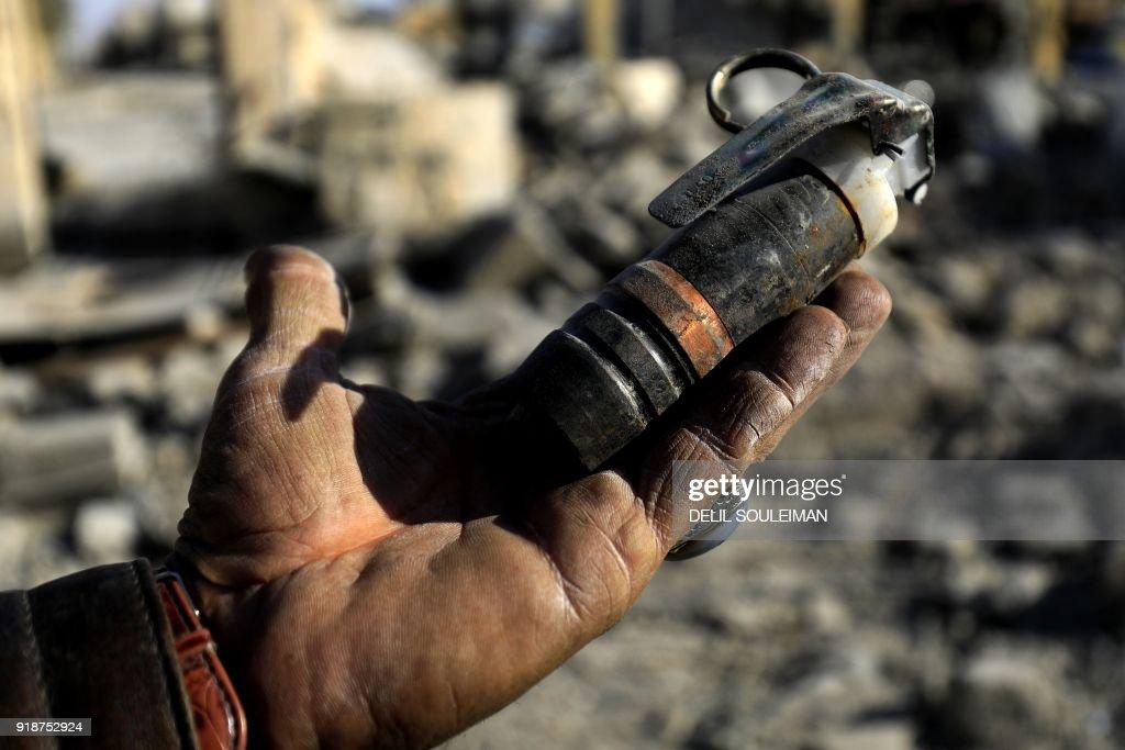 SYRIA-CONFLICT-JIHADISTS-MINES : News Photo