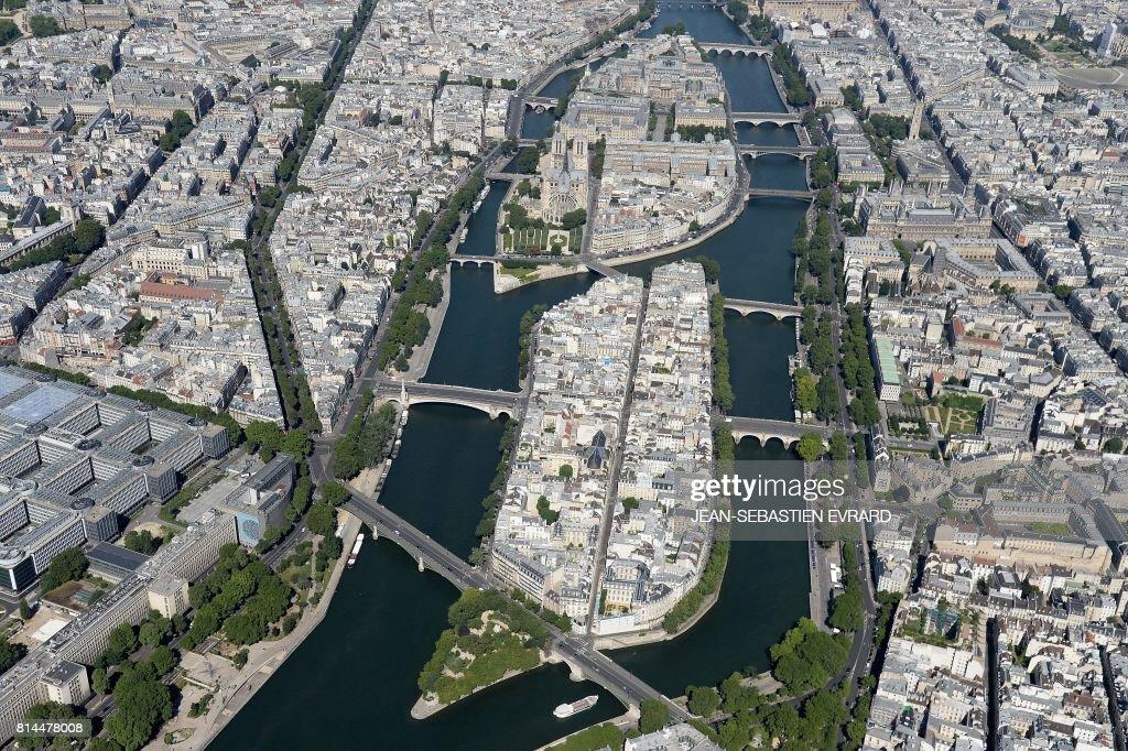 FRANCE-PARIS-FEATURE-AERIAL : News Photo