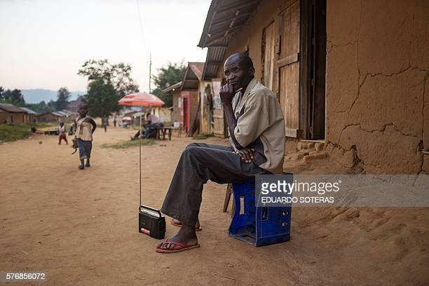 TOPSHOT A picture taken on July 15 2016 shows a man listening to the radio on the streets of Luofu North Kivu province / AFP / EDUARDO SOTERAS