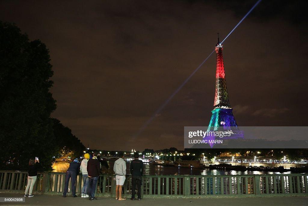 TOPSHOT-FRANCE-US-ATTACK-GAY : News Photo