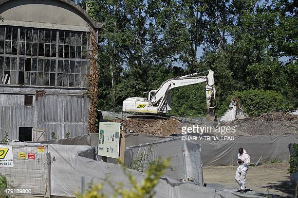 COUPEAU A picture taken on June 17 2015 in Caligny northwestern France shows an asbestos removal site AFP PHOTO/CHARLY TRIBALLEAU