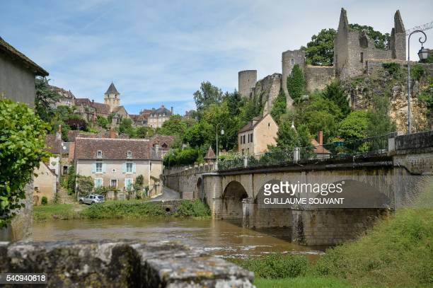 A picture taken on June 17 2016 shows the village of Anglessurl'Anglin western France as an agreement for the preservation of its castle was signed /...