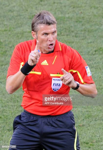 A picture taken on June 19 2010 shows Italian referee Roberto Rosetti during the Group D first round 2010 World Cup football match Ghana vs Australia...