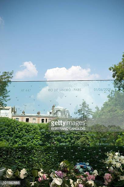 Picture taken on June 2, 2010 at the Pere Lachaise cemetery in Paris shows a funerary stela in tribute to the victims of the Air France Flight 447...