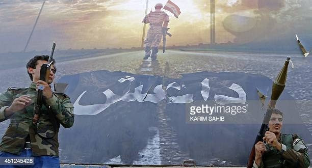 Picture taken on June 21, 2014 at a checkpoint in the Iraqi town of Taza Khurmatu, shows Shiite Turkmen, who describe themselves as members of a...