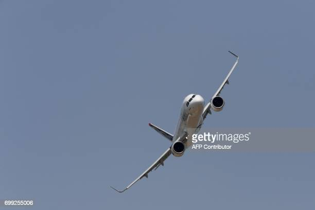 A picture taken on June 21 2017 shows an Airbus A321 Neo during a flying display at the International Paris Air Show in Le Bourget outside Paris /...