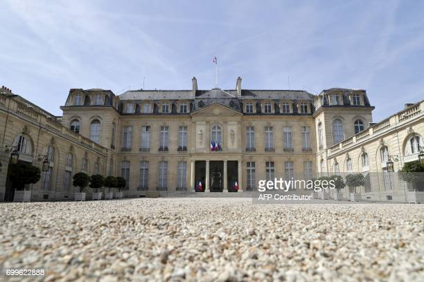 Picture taken on June 22, 2017 shows the Elysee Presidential Palace in Paris. / AFP PHOTO / Thomas Samson