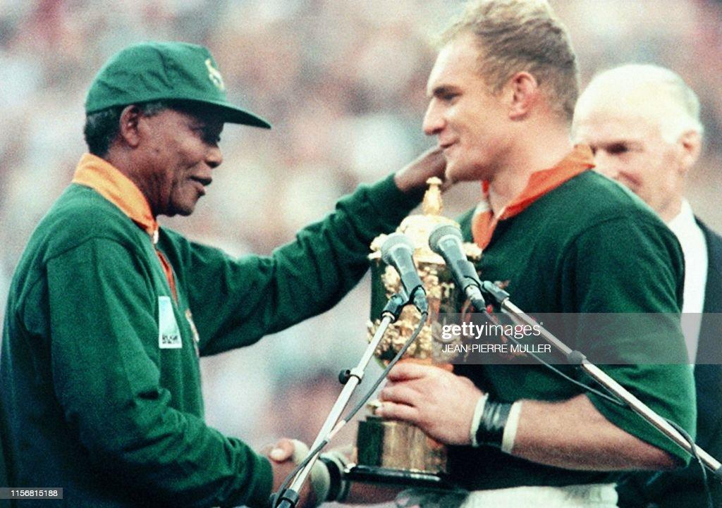 RUGBY-SOUTH AFRICA-WORLD CUP-MANDELA-PIENAAR : News Photo