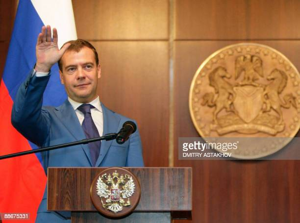 Picture taken on June 24 2009 shows Russian President Dmitry Medvedev waving during a joint press briefing with Nigerian President Usman Musa...