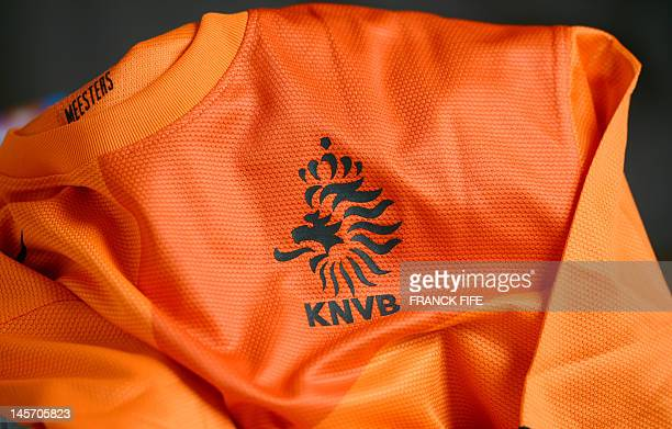 Picture taken on June 3, 2012 in Paris, shows the jersey of the Dutch football federation. AFP PHOTO / FRANCK FIFE