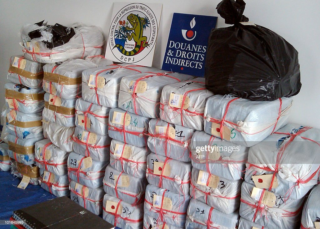 A picture taken on June 5, 2010 in the Caribbean Antilles island of Fort-de-France shows a record drug bust after French customs seized 1.39 tonnes of cocaine from a sailboat off the Caribbean island of Martinique (nearly 100 million dollars).