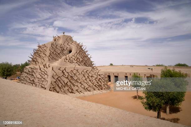 Picture taken on March 10 shows the pyramidal structure of the Tomb of Askia before the ceremony to launch the renovation of the munument in Gao. -...