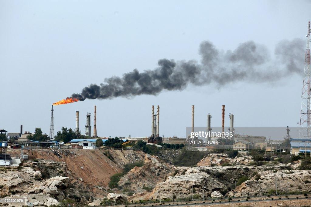 IRAN-ECONOMY-OIL-KHARK : News Photo