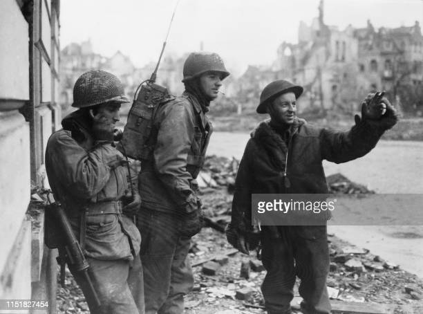 Picture taken on March 1945 on Cologne showing Allied soldiers patrolling the city among the ruined buildings