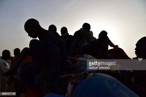 TOPSHOT A picture taken on March 31 2017 shows West African migrants returning from Niger after fleeing Libya due to armed groups by pickup truck in...