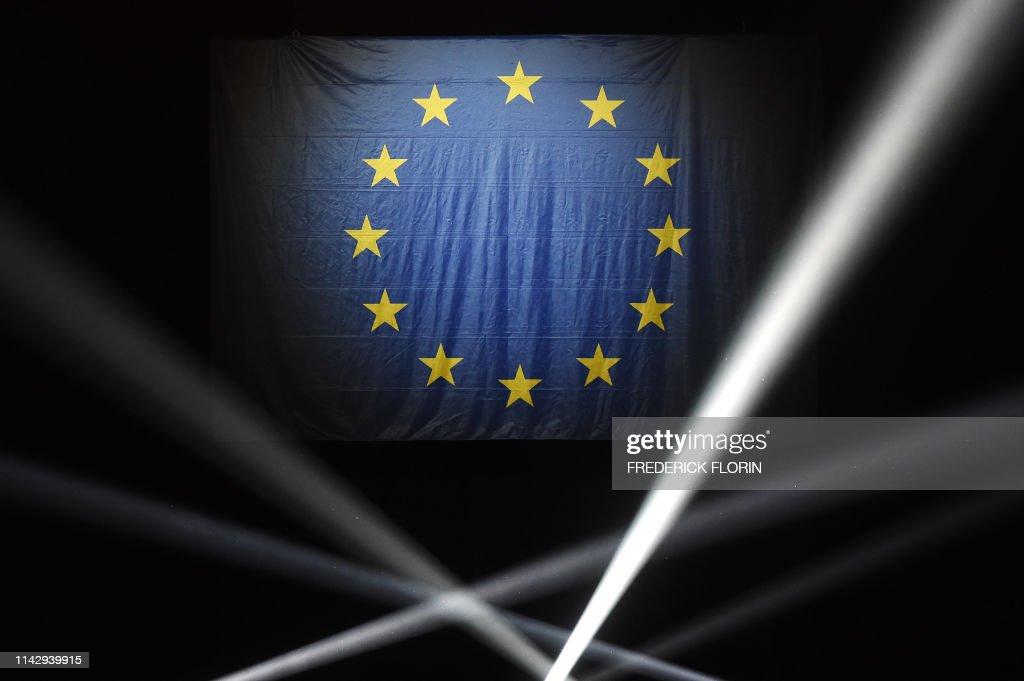TOPSHOT-FRANCE-POLITICS-EU-VOTE-CAMPAIGN : News Photo
