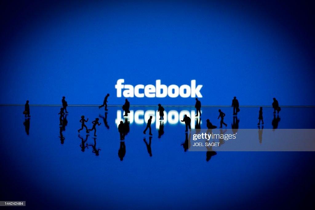 FRANCE-INTERNET-COMPANY-STOCKS-FACEBOOK : News Photo