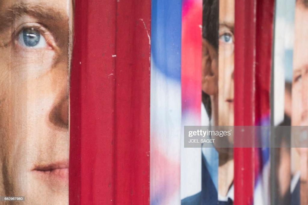 FRANCE2017-VOTE-EN MARCHE-POSTERS : News Photo