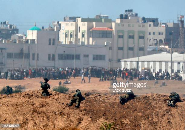 TOPSHOT A picture taken on May 14 2018 from the southern Israeli kibbutz of Nahal Oz across the border with the Gaza Strip shows Israeli soldiers...