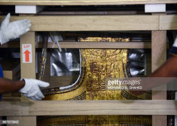 A picture taken on May 23 2017 shows the chariot of the ancient Egyptian boyking Tutankhamun while it is being transferred from the Egyptian Museum...