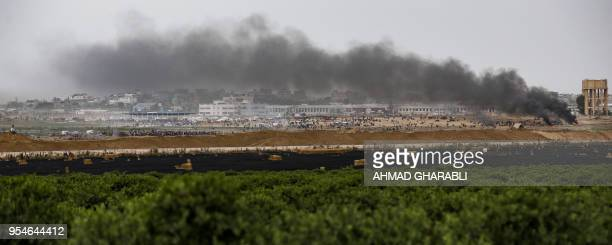 TOPSHOT A picture taken on May 4 2018 from the southern Israeli kibbutz of Nahal Oz across the border with the Gaza Strip shows a general view of...