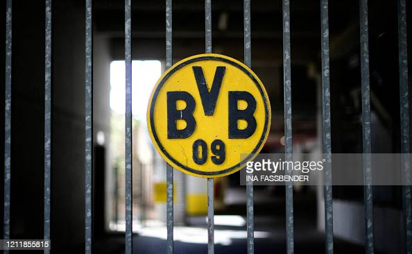 441 Borussia Dortmund Logo Photos And Premium High Res Pictures Getty Images