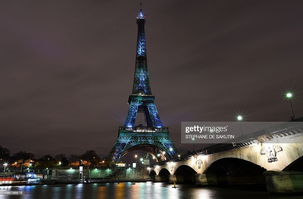 FRANCE-CLIMATE-WARMING-COP21-EIFFEL TOWER : News Photo