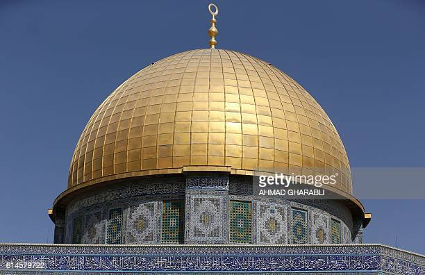 A picture taken on October 14 2016 shows the Dome of Rock at the AlAqsa Mosque compound in Jerusalem's Old City / AFP / AHMAD GHARABLI