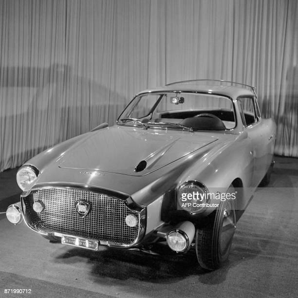 Picture taken on October 1960 shows the Lancia model car designed by Raymond Loewy / AFP PHOTO /