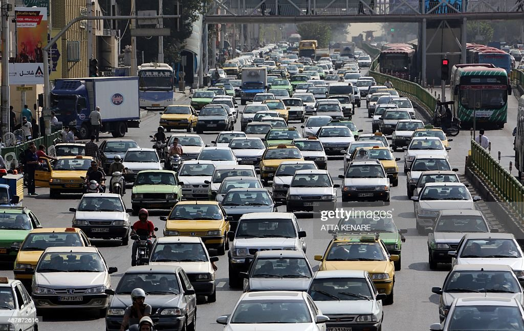 IRAN-ECONOMY-AUTO-INTERNET : News Photo
